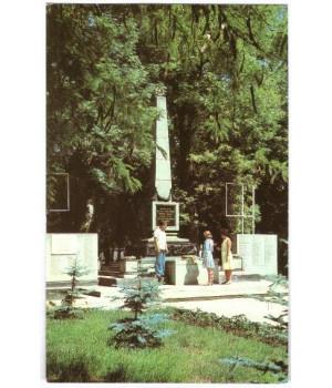 Саки. Вечный огонь и памятник в честь жителей города, павших в борьбе с немецко-фашистскими захватчиками